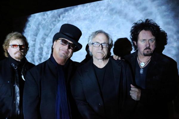 David Hungate Leaves Toto, Leland Sklar Steps In