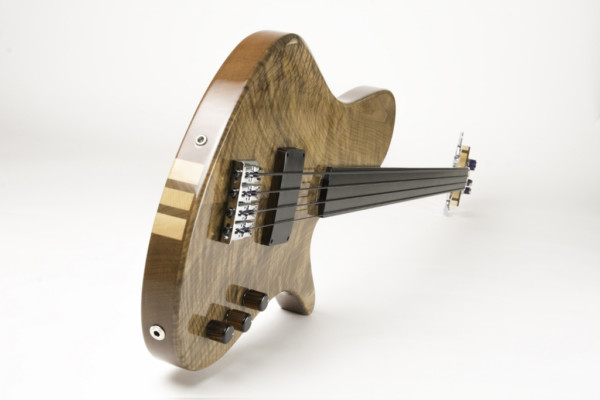 Bass of the Week: Frederiek de Vette's Singlecut Fretless