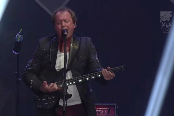 "Level 42: ""Something About You"" – Live (2016)"