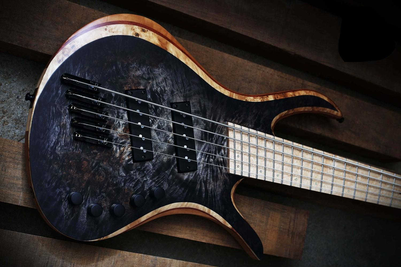 Skervesen Guitars Bronto 37-5 Bass Body