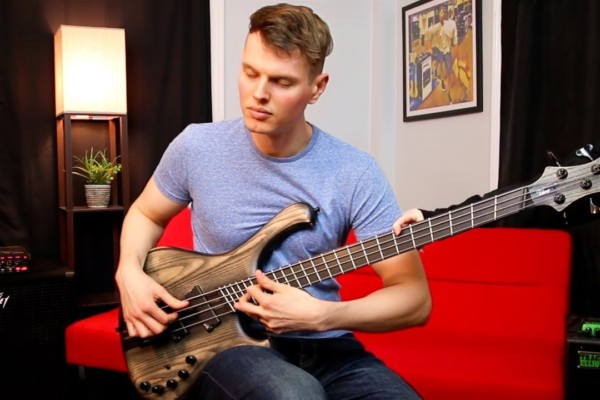 Nathan Navarro: 40 Techniques in One Bass Solo