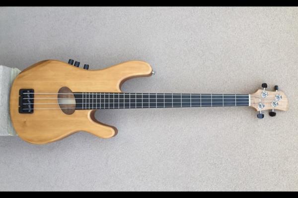 Bass of the Week: Kinal Guitars Kompact 4