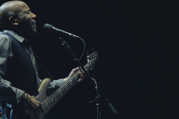 Eric Clapton, Featuring Nathan East: Can't Find My Way Home