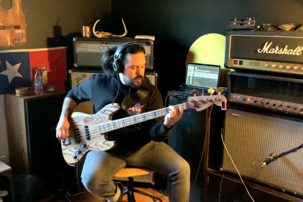 """Video Premiere: Bruno Segovia's Bass Playthrough of Irist's """"Order of the Mind"""""""