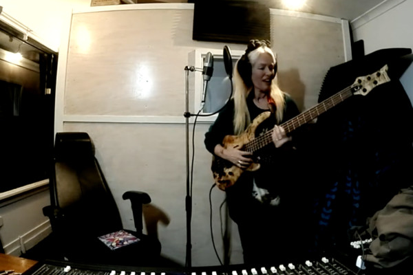 Rebecca Johnson and Con Settineri: Bass/Drums Home Studio Jam