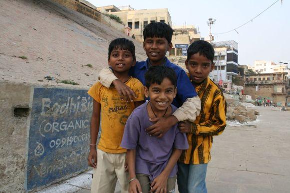 Gamins au bord du Gange