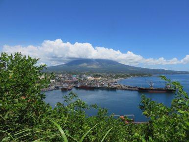 Port de Legazpi avec Mont Mayon dans les nuages