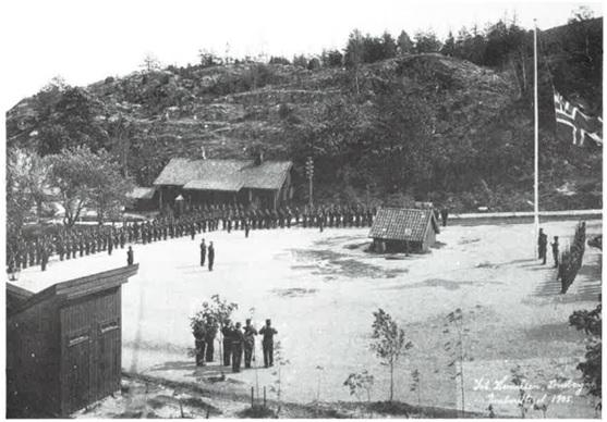 "Håøya fort juni 1905: Unionsflagget med ""sildesalaten"" fires."
