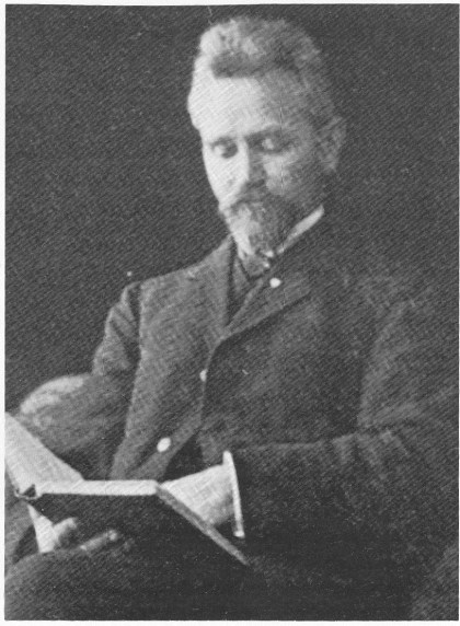 Lorens Berg, Andebulæreren, som skrev den første bygdeboken i 1922. Foto-opptrykket utgis av histo¬rielaget i år. Man antar at Berg også er forfatter av Nøtterøy-sangen.