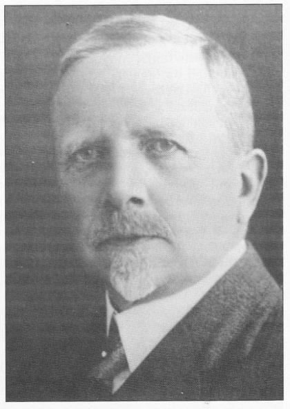 Ordfører på Nøtterøy fra 1917. til 1919 Edvard Jespersen førte an i kommunestyrets forgjeves kamp mot øy i navnet Nøtterøy.