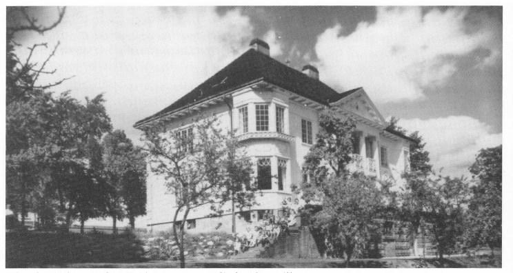 «Gamle Linde» sett fra sjøsiden var en staselig herskapsvilla.