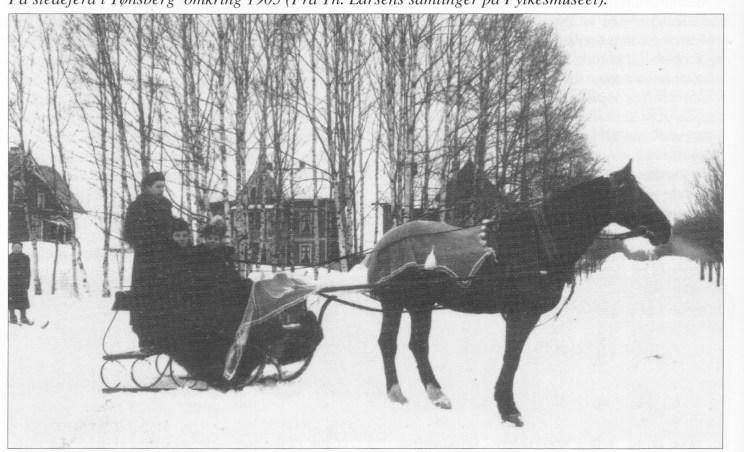 På sledeferd i Tønsberg omkring 1905 (Fra Th. Larsens samlinger på Fylkesmuseet)