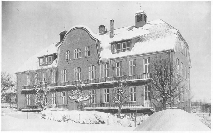 Epidemilasarettet slik bygningen tok seg ut i 1945. Avdelingene K og L var i henholdsvis første og annen etasje. Foto: Vestfold Fylkesmuseum.