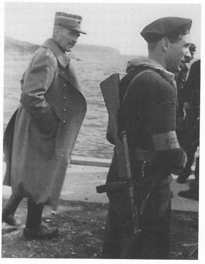 Major Ringe var straks på pletten på Bollærne i mai 1945 — sammen med hjemmestyrkene, men fikk ikke kommandoen. Til høyre troppssjef John Johansen. (Se også foto til artikkel «Festung Nøtterøy».)