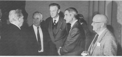 Fra historielagets møte i Teie Kirke 19. mars 1998 der Sir Gerald Elliot fortalte om: «Med Salvesen på hvalfangst - fra Island, Øya og Isen». Møtet hadde en fantastisk oppslutning. Fra venstre: Aril Pettersen (hvalbåtstuer/historiker), Tor Bergan Hansen, Kristian Flaatten (hvalfangstsekretær), Sir Gerald Elliot og Tormod Larsen (hvalskytter). Foto: Norvald Fuglestrand.