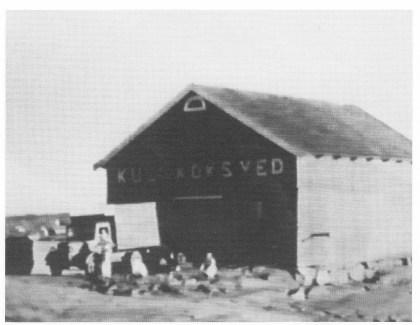 Handelsbua på Tangenodden hentet fra Nøtterøyfilmen 1939. (Jfr. Thore Holms artikkel om handelsbuer på Nøtterøy.)