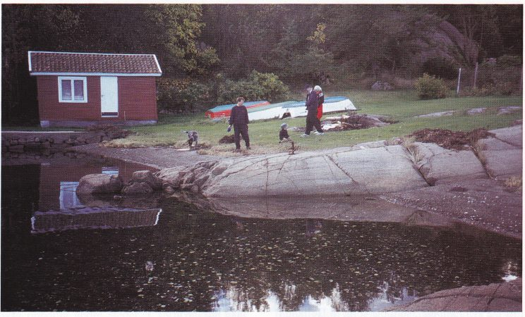 Skipsbedding ved Oslebakke. Hvilken som helst noenlunde høvelig strand kunne i seilskutetiden brukes til skipsbygging. Utallige slike verver finnes rundt kysten av Nøtterøy. (Foto: Tor Bjørvik)