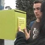 Bústies al carrer a la recerca d'opinions