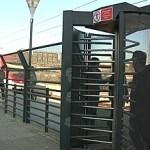 Les portes giratòries de l'estació de tren de Torre Baró tornen a funcionar