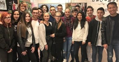 Els alumnes de l'Institut Sant Andreu deconstrueixen el gènere femení amb collages dadaistes