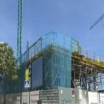 Equipaments i pisos protegits per al darrer solar que va deixar l'aluminosi