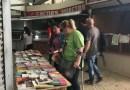 Un grup de veïns de Ciutat Meridiana ocupa el mercat de Núria per Sant Jordi