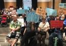 L'Audiència Pública escolta les peticions de millorar l'Escola Àgora i els parcs infantils