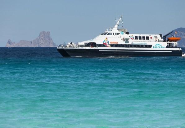 En la imagen, uno de los barcos que cubren la línea marítima entre las Pitiüses