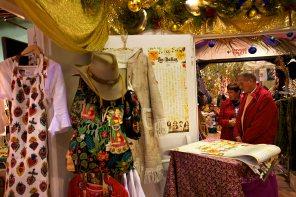 Imagen de las prendas en exposición. Foto: Joan Costa