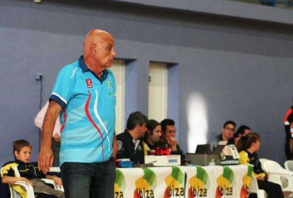 Piero Molducci, durante el encuentro de su equipo frente al Ushuaïa Ibiza Vóley.