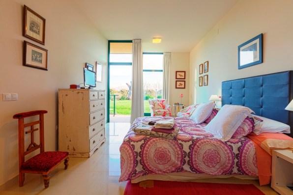 El dormitorio es doble y muy luminoso.