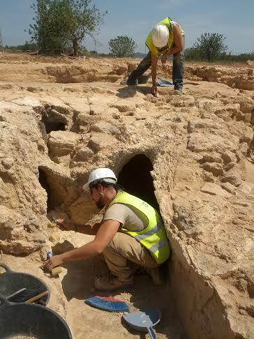 Hi ha tres beques d'arqueologia per a l'estudi i siglat de materials arqueològics de diferents campanyes