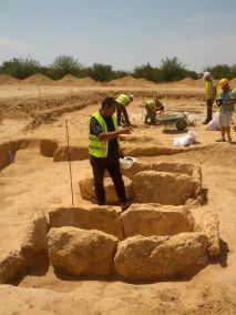 En la imagen, varias de las 18 tumbas de la necrópolis de Can Malalt.