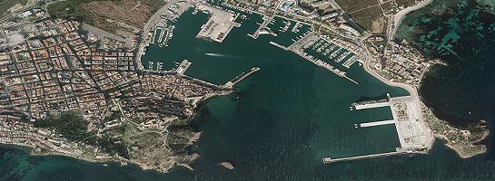 Vista aérea de puerto de Ibiza.
