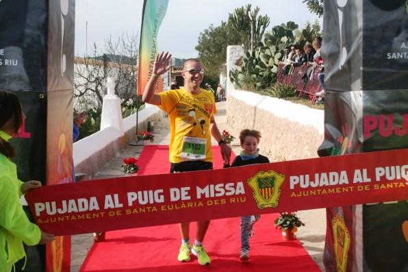 Adrián Guirado venció en la última edición de la Pujada Extrem. En la imagent, acompañado de su sobrino Eric. Fotos: C. V.