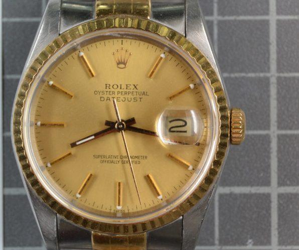 Imagen de un reloj de oro de alta gama