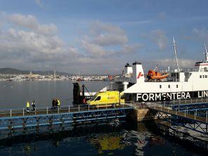 Las ambulancias del 061 actuaron esta mañana en el accidente del puerto de Ibiza. Foto: Juan Martín Restituto