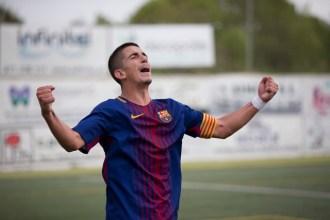 El capitán del Barça celebra la consecución de la victoria. Foto: Paco Natera (Fútbol Pitiuso)