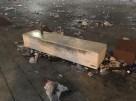 Imagen de la suciedad acumulada tras la fiesta celebrada en el puerto de Ibiza.