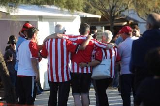 Los aficionados en la plaza de Sant Francesc. Foto: Toni Escobar