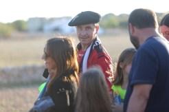 Los aficionados a su llegada al campo de Formentera. Foto: Toni Escobar