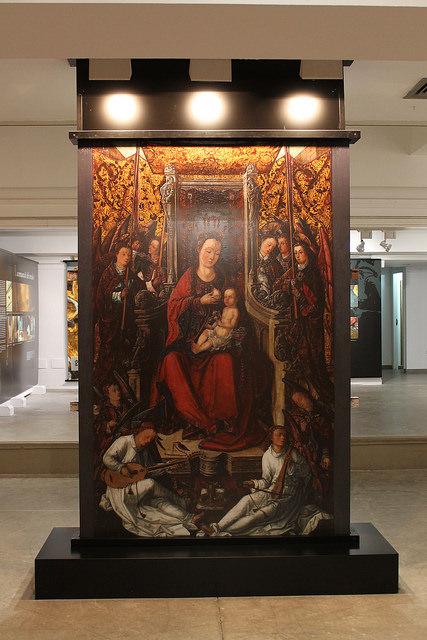Una de les imatges de l'exposició del retaule de Jesús.