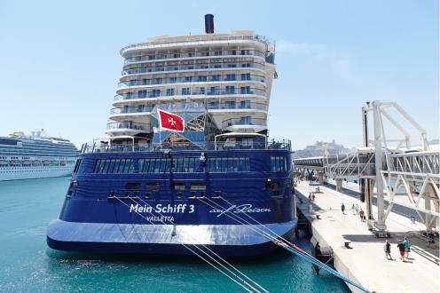 Imagen de un crucero en el puerto de Ibiza