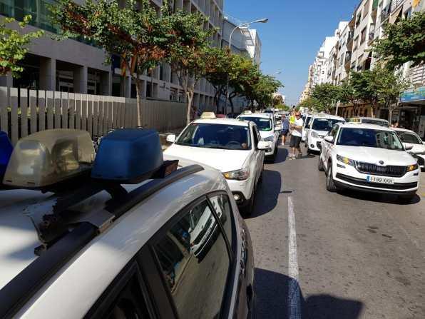 Imagen de la manifestación de los taxistas en contra de las licencias de VTC. Foto V. Ribas