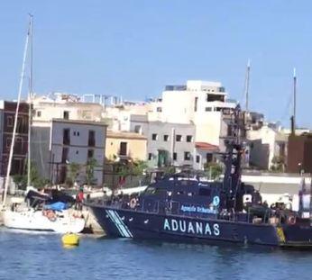 Aduanas interviene un velero con droga en es Martell, en el puerto de Ibiza