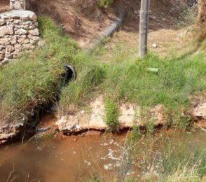 Litros de agua potable vertidos en un torrente de Sant Jordi.