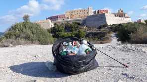 La ciudad de Ibiza se ha convertido en un estercolero