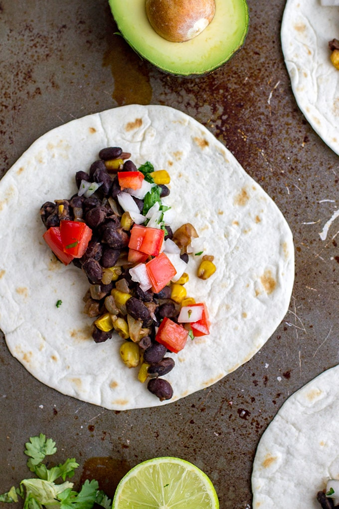Spicy black bean tacos with corn and pico de gallo | A fast vegetarian Mexican dish, the best quick weeknight dinner and meatless meal!
