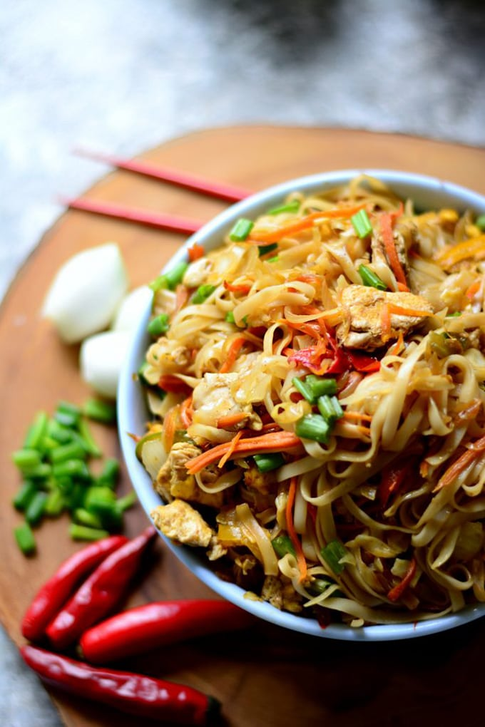 Simple stir fried noodles - loveisinmytummy.com