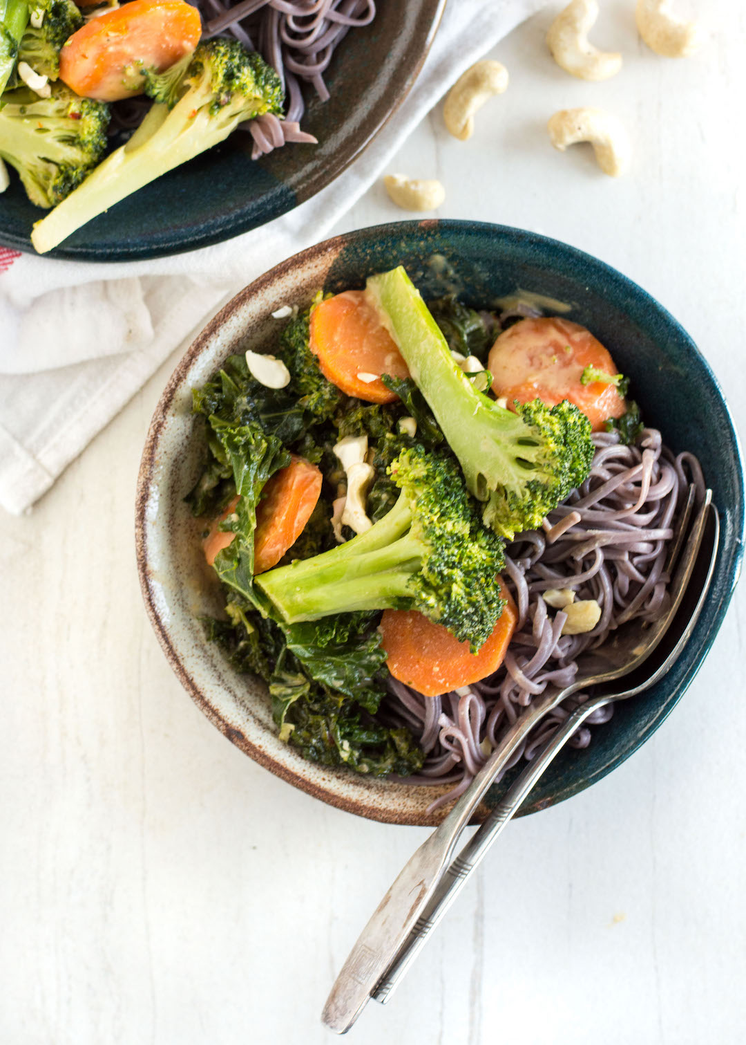 Gluten Free Peanut Soba Noodle Bowls | Noodle Bowls | Vegetables | Gluten Free, Vegan-possible, easy to make | Dinner recipe | Gilmore Girls Viewing Party Round Up - Peanut Soba Noodle Bowls with Veggies
